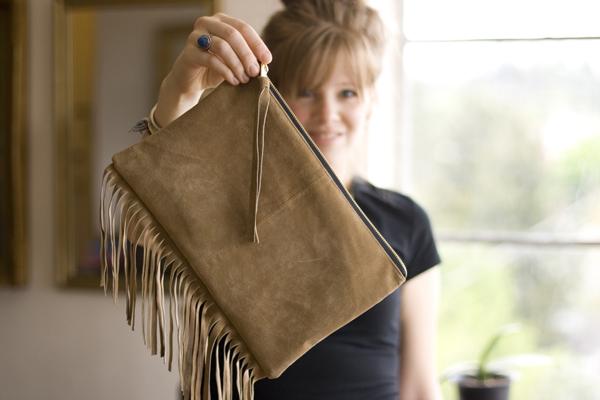 Кожаная сумочка с бахромой
