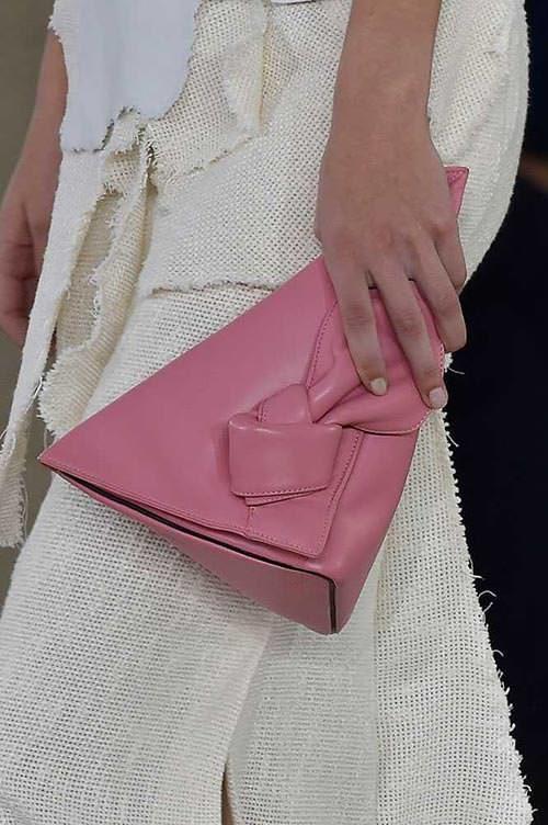 spring_2015_trendy_designer_handbags_from_the_runway_loewe-8981535